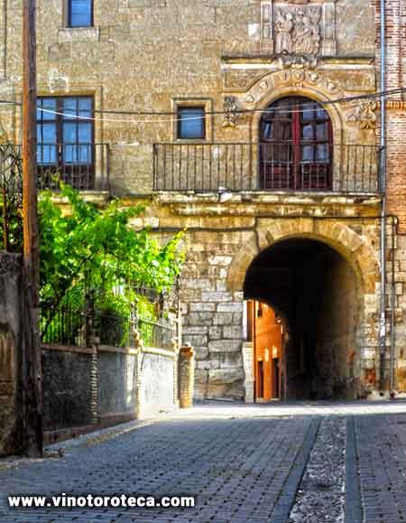 """Arco del Postigo. Toro. Zamora. Monumentos. Turismo. Que ver"""